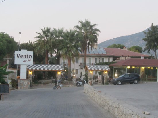 Vento Boutique Hotel: View from Street