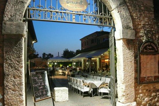 Corte San Giovanni: De Binnenplaats