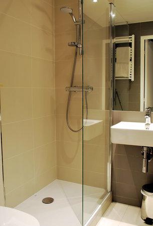 โฮเต็ล เดอ ลา เฮิร์สเซ ดอร์: bathroom