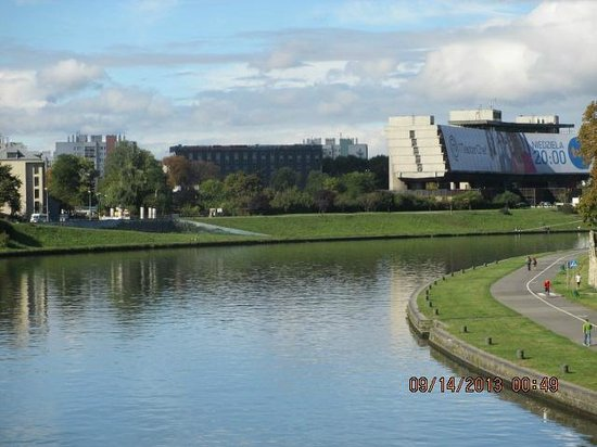 Hilton Garden Inn Hotel Krakow: View from river walk
