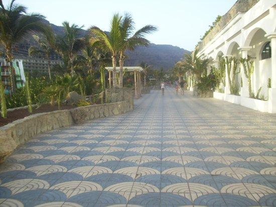 Paradise Lago Taurito: walk to beach