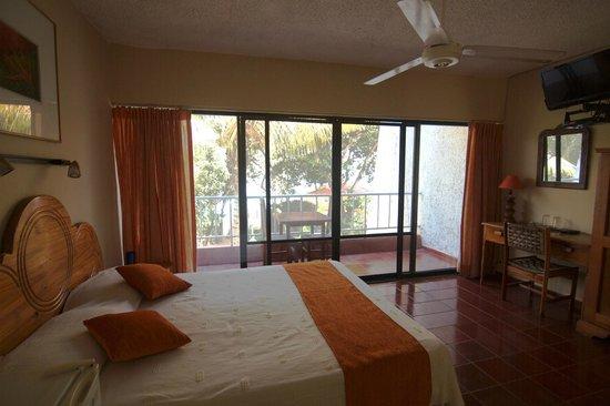 Hotel Alegria: Queen bedroom ocean view
