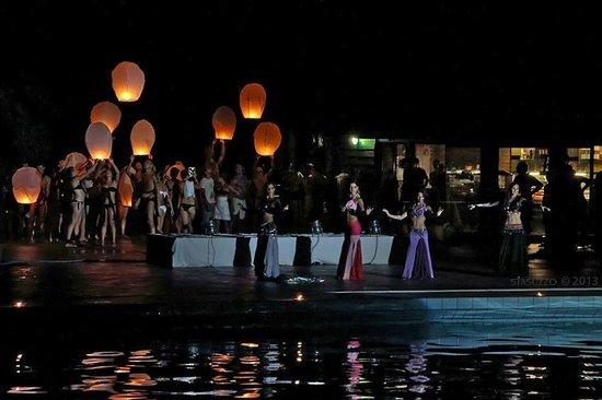 ซิทต้าเดลแมร์ โฮเต็ลวิลเลจ: Notte di Ferragosto,lancio delle lanterne