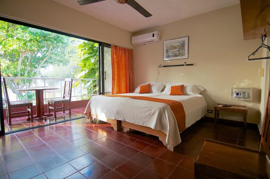 Hotel Alegria: Oceanview room with A/C and king bed or twin setup