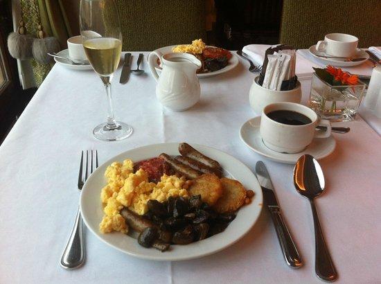 โครินเธีย โฮเต็ล เซนต์ปีเตอร์สเบิร์ก: Breakfast in the Imperial Restaurant