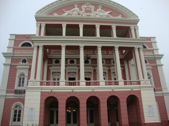เทียโทรอมาโซนาส: Vista frontal do Teatro Amazonas