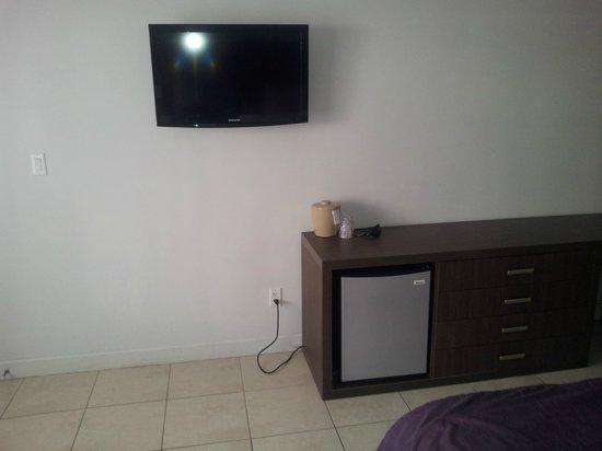 Collins Hotel: TV