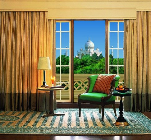 The Oberoi Amarvilas: Living Room of Luxury Suite