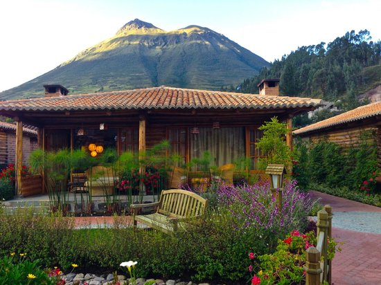 Hosteria Cabanas del Lago: Our cabin..flowers waterfalls and running stream in front