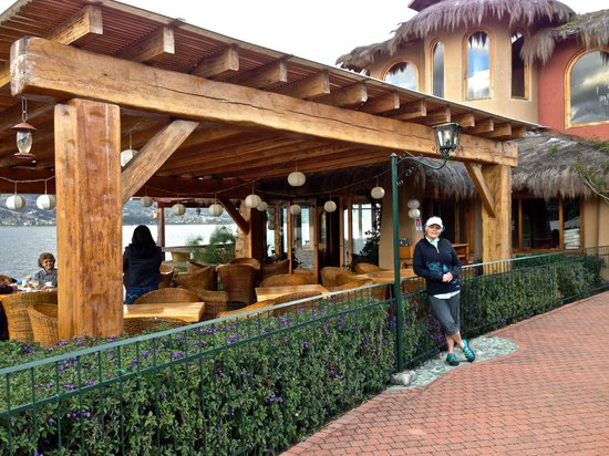 Hosteria Cabanas del Lago: Dining room and bar on the water