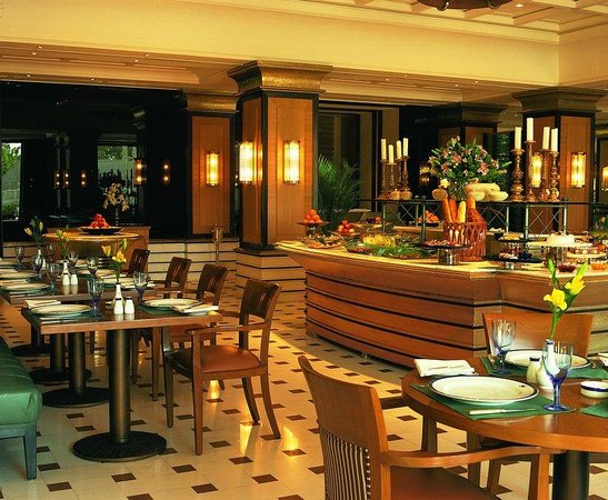 The Oberoi Amarvilas: Bellevue Restaurant