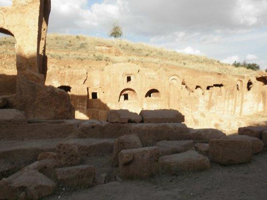 Dara Mesopotamia Ruins: Dara,  The Necropolis