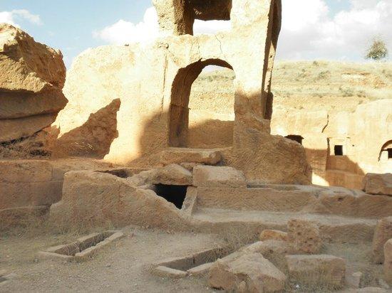 Dara Mesopotamia Ruins: Dara Cemeteries