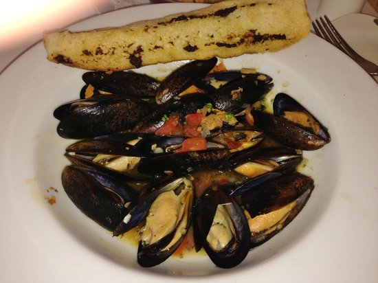 Captain's Cove: Steamed Mussels