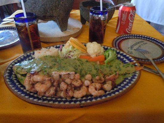 El Herradero Mexican Grill and Bar: huichinango relleno de mariscos en salsa de cilantro