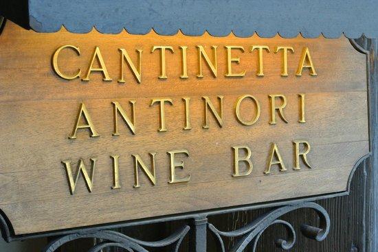 Cantinetta Antinori: De ingang...
