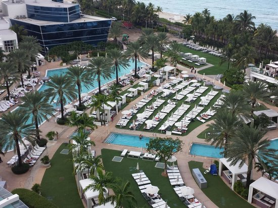Fontainebleau Miami Beach: Oasis Pool