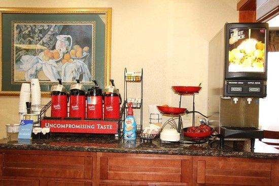 Best Western Plus Twin View Inn & Suites: Complimentary Breakfast Area