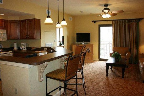 Wyndham Bonnet Creek Resort: Kitchen-Living Area