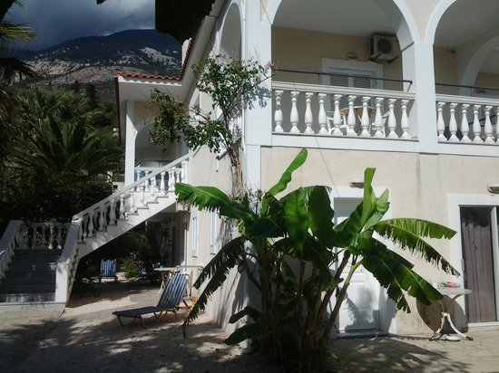 Villa Mare: front of apartments