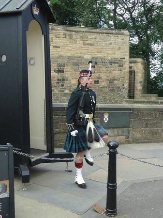 ปราสาทเอดินเบิร์ก: scottish guard