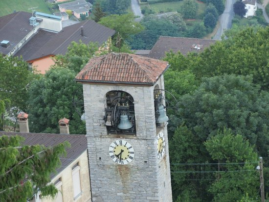 Kurhaus Cademario Hotel & Spa: Church in Cademario