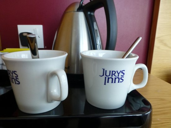 Jurys Inn Sheffield: Good sized mugs