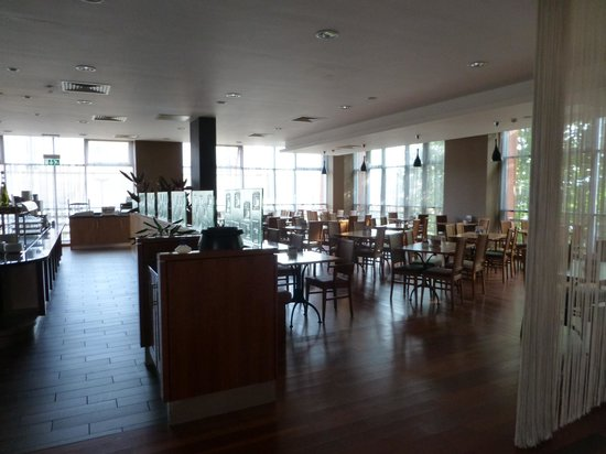 Jurys Inn Sheffield: Part of the dining room