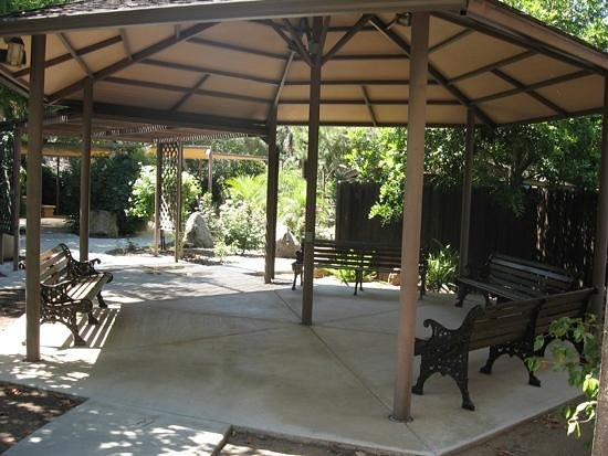Rancho Los Coches RV Park: RV Park Rose Garden & Sitting Area