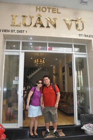 โรงแรมลวนวู: My wife & I at the entrance of the hotel