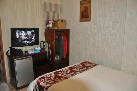โรงแรมลวนวู: Clean room with basic amenities