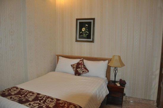 โรงแรมลวนวู: Clean room with basi amenities