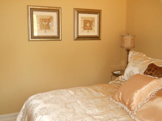 Bella Bed and Breakfast at Boutier Vineyards: Chardonnay King Bed