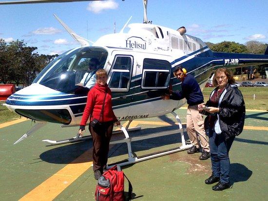 Helisul Táxi Aéreo Voos Panorâmicos: saindo do helicoptero