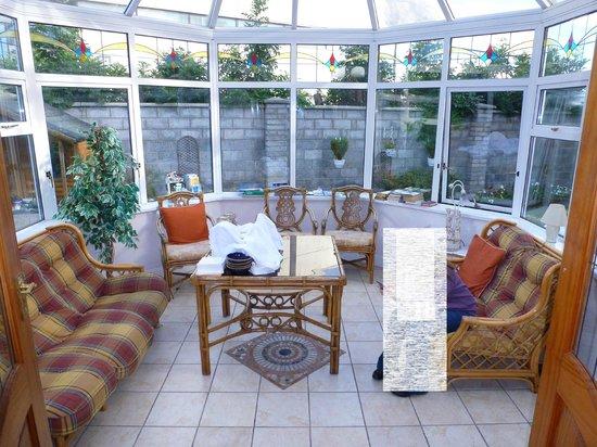 Hazelbrook Bed and Breakfast: veranda