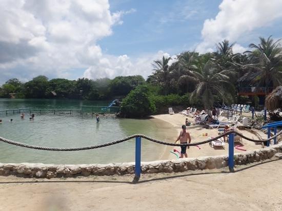 Tours in Rosario islands: playa en isla del Sol