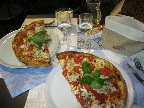 Pizzeria Spacca Napoli: huge pizza funghi