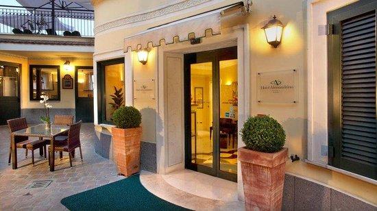 โรงแรมอเลสซานดริโน: Entrance