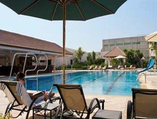 รามาดาพลาซ่า การาจีแอร์พอร์ท: Swimming Pool