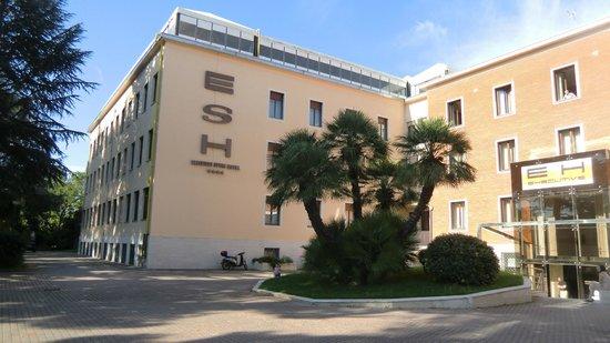 โรงแรมอีเอสเอชเอ็กซ์คลูซีฟสไตล์: Entry