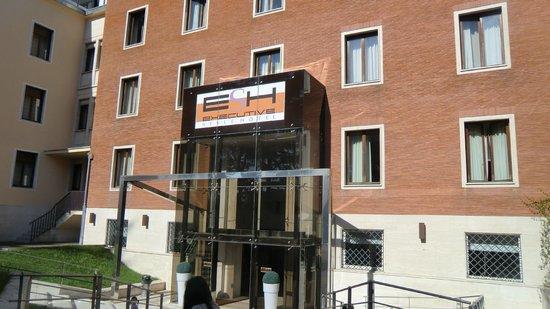 โรงแรมอีเอสเอชเอ็กซ์คลูซีฟสไตล์: Front door