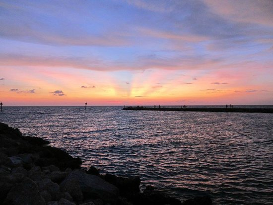 Humphris Park: Sunset at South Jetty