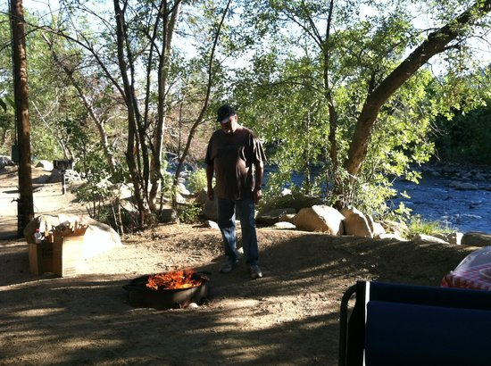 Camp James Campground : Fire pits and bar-be-ques and picnic tables