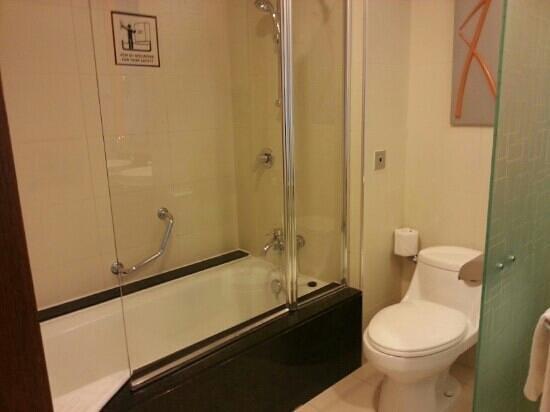 Hotel Riu Plaza Panama: baño
