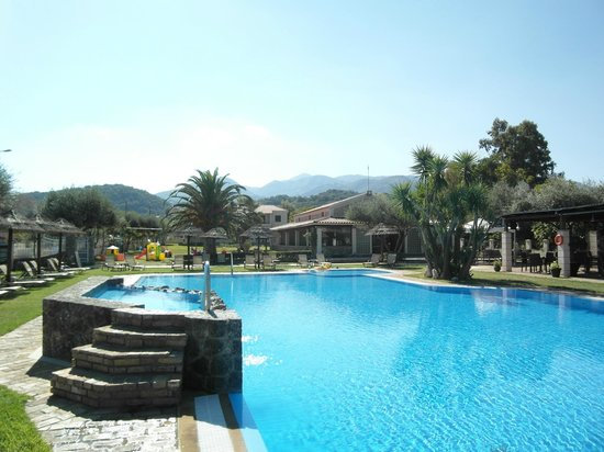 Almiros Apartments: Free swimming pool,250 m far.