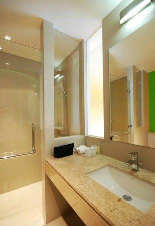 เดอะแลนเทิร์น รีสอร์ท ป่าตอง: Guestroom Bathroom