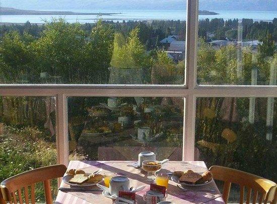South B&B El Calafate: Vista desde el comedor - desayunador
