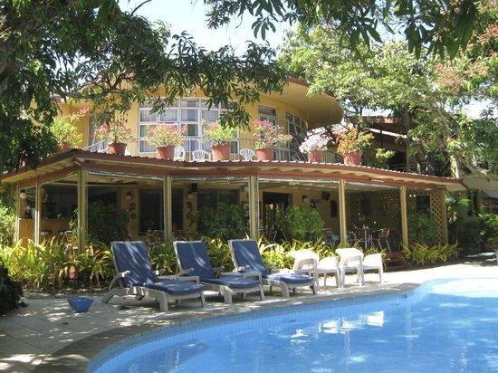 Nadi Bay Resort Hotel : Restaurant for breakfast by the pool