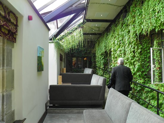 Stirk House Hotel: Glass/conservatory room