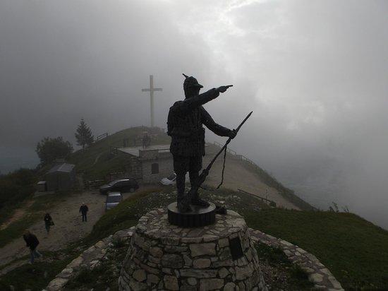 Monte Grappa: Monumento aos alpinos